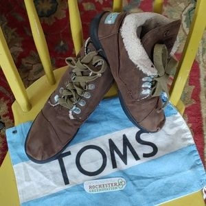 TOMS Highland Brown Lined Chukka Boots w/Bag